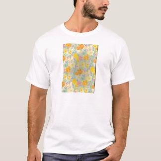 Pastellschmetterlinge und Blumen T-Shirt