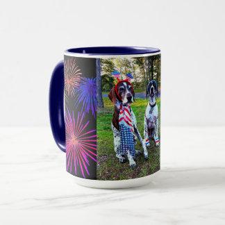 Patriotische Hunde u. Feuerwerk-Feier-kombinierte Tasse