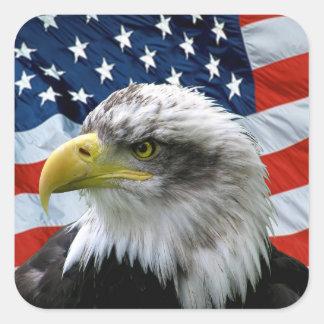 Patriotische Weißkopfseeadler-amerikanische Flagge Quadratischer Aufkleber