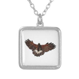 Patriotischer Adler-Falke im Flug, der Skizze Versilberte Kette