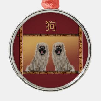 Pekingese auf asiatischem Entwurfs-Chinesischem Silbernes Ornament