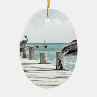 Pelikan auf Pier Ovales Keramik Ornament