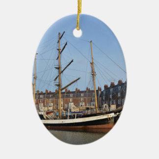 Pelikan von London Ovales Keramik Ornament