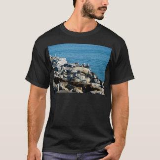 Pelikane auf den Felsen T-Shirt