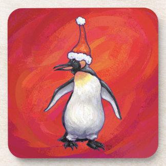 Penguin in der Weihnachtsmannmütze auf Rot Getränkeuntersetzer