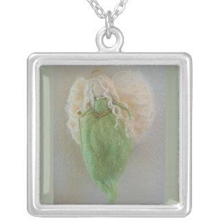 Peridot-grüne Schutzengel-Halskette Versilberte Kette