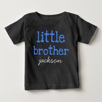 Personalisiert addieren Sie einen blauer Baby T-shirt