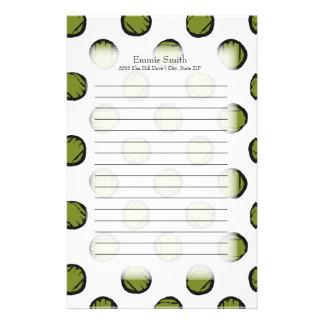 Personalisierte niedliche grüne Polka-Punkte auf Briefpapier