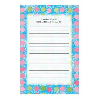 Personalisierte rosa und grüne Polka-Punkte auf Briefpapier