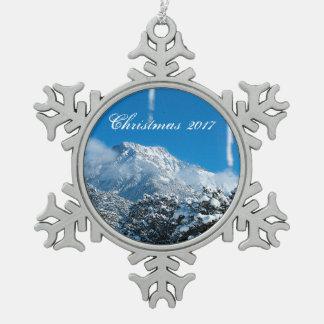 Personalisierte schneebedeckte schneeflocken Zinn-Ornament