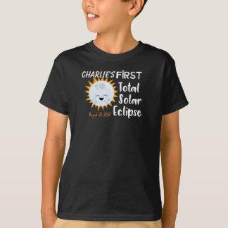 Personalisiertes erstes Gesamtsolareklipse Emoji T-Shirt