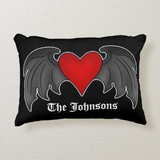 Personalisiertes gotisches Herz Dekokissen
