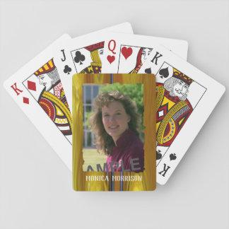Persönliches Foto und Name auf buntem abstraktem Spielkarten