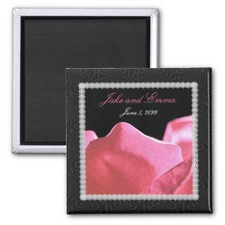 Pétales de rose de rose d'anniversaire de mariage magnet carré