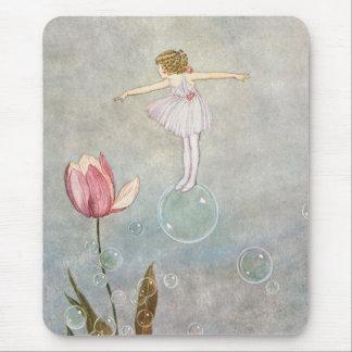 Petite fée sur une bulle tapis de souris