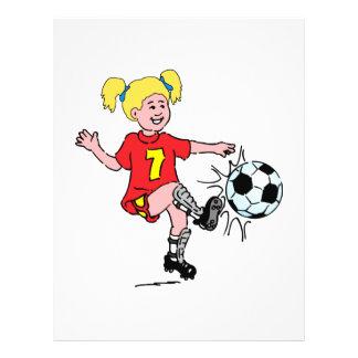 Petite fille jouant au football prospectus 21,6 cm x 24,94 cm