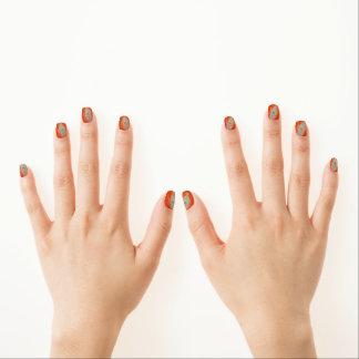 Pfau-Feder auf Orange Minx Nagelkunst