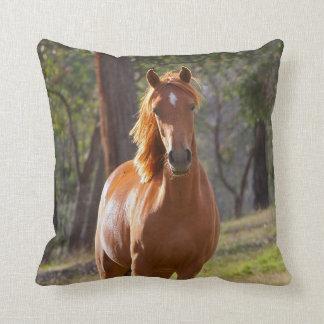 Pferd im Holz Kissen