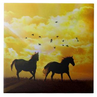 Pferde, die Kunst-Fliese laufen lassen Große Quadratische Fliese
