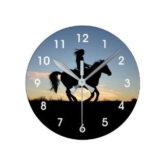 Pferde-und Reiter-Silhouette Runde Wanduhr