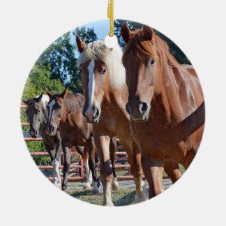 Pferde vorangegangen zurück zu der Scheune Keramik Ornament
