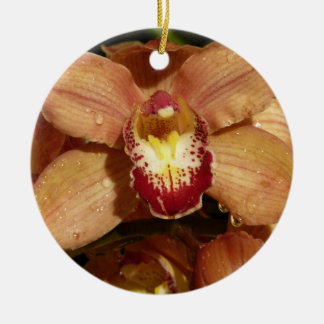Pfirsich-Orchideen mit Regentropfen-schönem Blumen Rundes Keramik Ornament