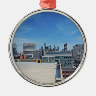 Philadelphia-Skyline Rundes Silberfarbenes Ornament