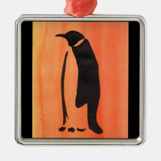 Pinguin auf Orange Quadratisches Silberfarbenes Ornament