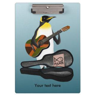 Pinguin Busking mit Jamaika-Flaggen-Gitarre Klemmbrett