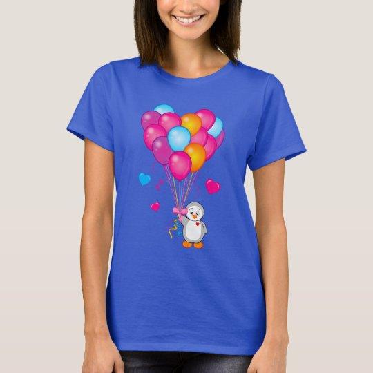 Pinguin, der Ballone in Form eines Herzens hält T-Shirt