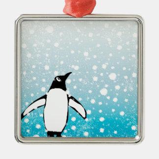 Pinguin im Schnee Quadratisches Silberfarbenes Ornament