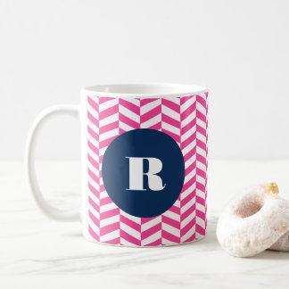 Pink-Fischgrätenmuster-Muster-Monogramm Kaffeetasse