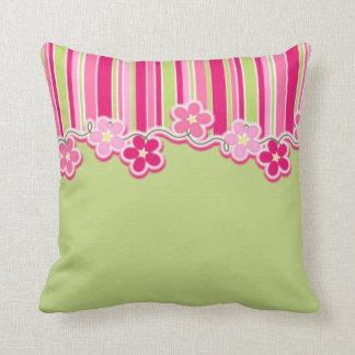 Pink-und Frühlings-Grün mit Streifen und Kissen