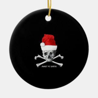 Piraten-Schädel mit Weihnachtsmannmütze auf Rundes Keramik Ornament