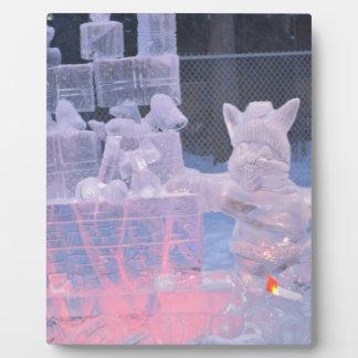 Plaque Photo Artiste sportif de sculpture en glace découpant