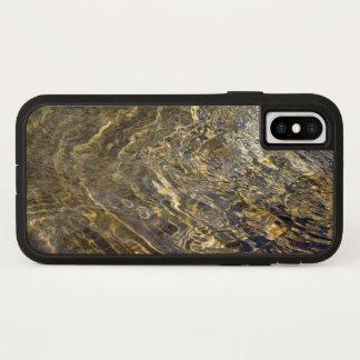 Plätscherndes goldenes Brunnen-Wasser iPhone X Hülle