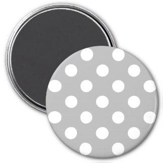 Pois blanc sur l'arrière - plan de gris de chrome magnet rond 7,50 cm