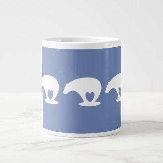 Polarer Bärn-Liebe, auf wedgewood Blau Jumbo-Tasse