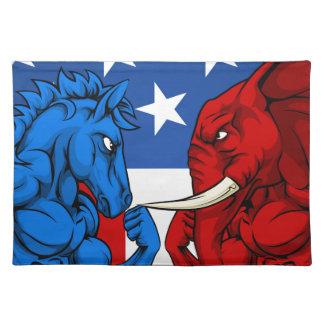 Politik-amerikanischer Wahl-Konzept-Esel gegen Tisch Sets