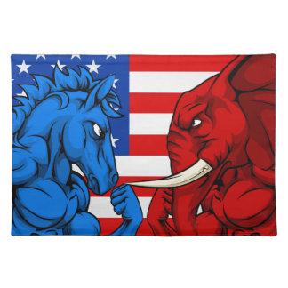 Politik-amerikanischer Wahl-Konzept-Esel gegen Tischsets
