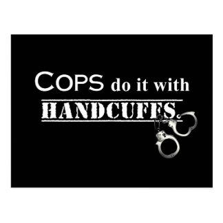 Polizisten tun es! Lustige Polizistgeschenke Postkarte