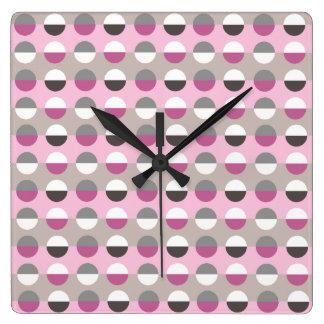 Polka-Punkt-Trendy modernes Retro Mustercooler Quadratische Wanduhr