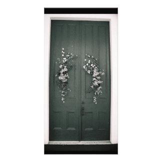 Porte avec des fleurs photocarte