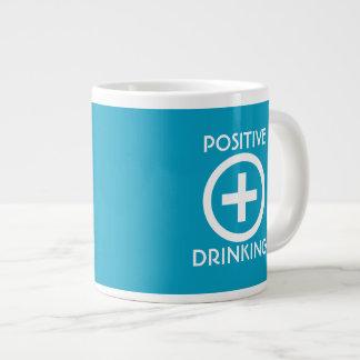 Positiv-trinkendes Emporheben Jumbo-Tasse