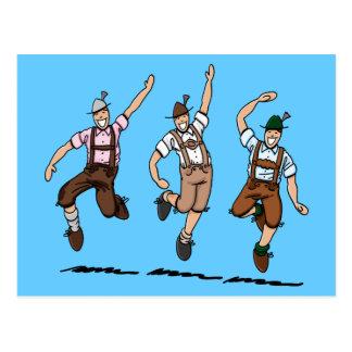 Postkarte, die bayerische Lederhosen-Männer tanzt