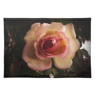 Prägeartige Sommer-Rose Tischset