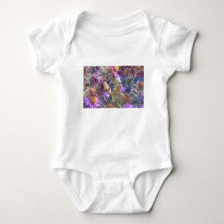 Preying Mantis u. lila Kegel-Blumen Baby Strampler