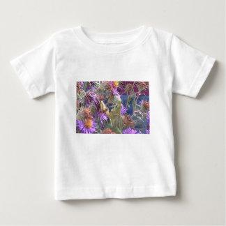 Preying Mantis u. lila Kegel-Blumen Baby T-shirt