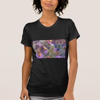 Preying Mantis u. lila Kegel-Blumen T-Shirt