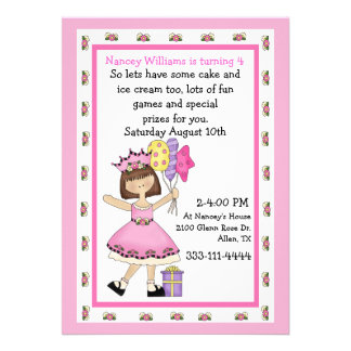 Prinzessin mit der Geburtstags-Einladung des